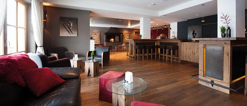 Q Resort Health & Spa, Kitzbühel, Austria - bar.jpg